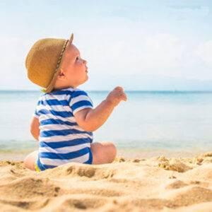 Ir a la playa con niños cuando se pueden bañar por primera vez en playa o piscina
