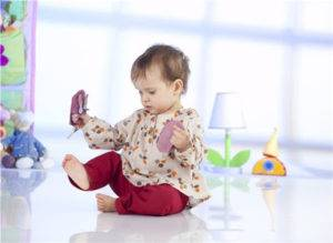 beneficios de los pies descalzos en bebés reciben información sensorial mimuselina