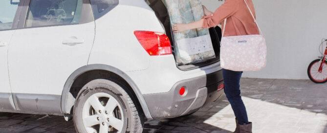 Viajar con bebés en coche con calor, precauciones riesgos y consejos