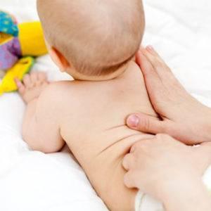 Beneficios de los masajes en los bebés