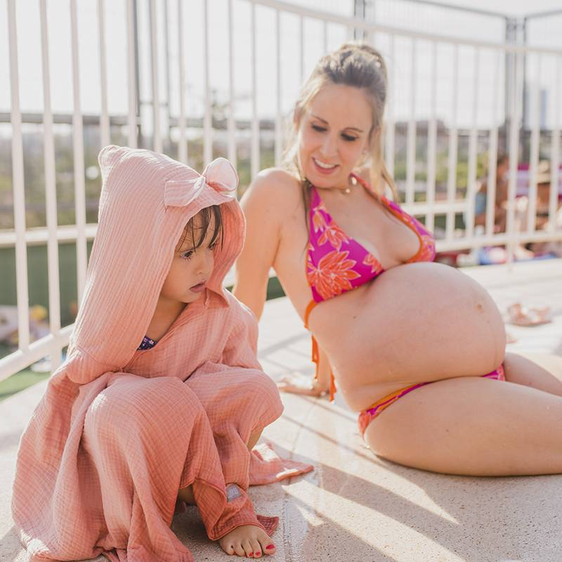 Poncho de gasa de muselina para uso con bebés y niños en playa o piscina