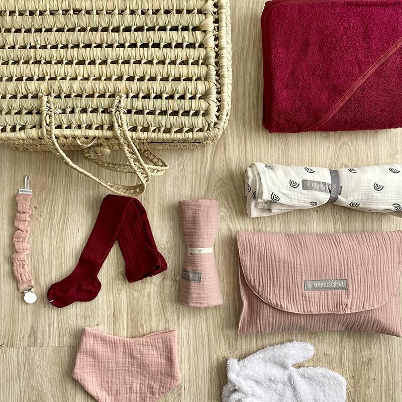 canastilla para recién nacido en maleta de palma